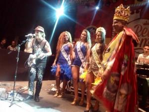 Rainha e pricesas prestigiando a eleição do Rei Momo