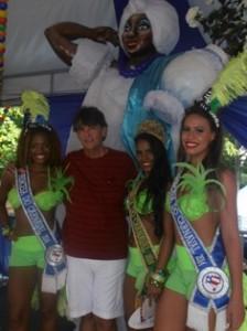 Para dar boas vindas aos turistas Rainha e Princesas estiveram no camarote da ABAV/Ba onde foram recepcionadas por Luiz    Augusto Leão Presidente do SINDETUR/Ba